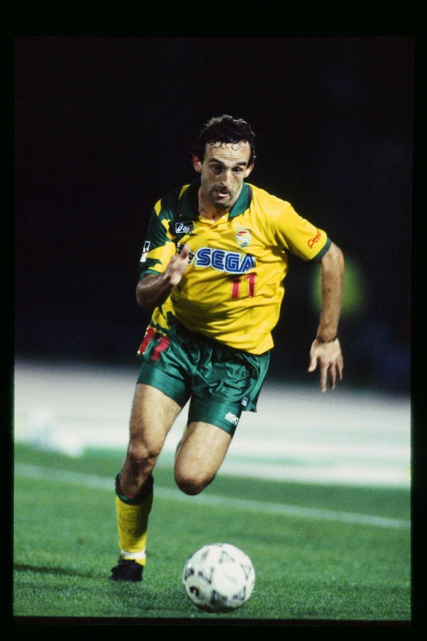 Frank Ordenewitz, top skor J.League 1994 saat bermain untuk JEF United Ichihara.