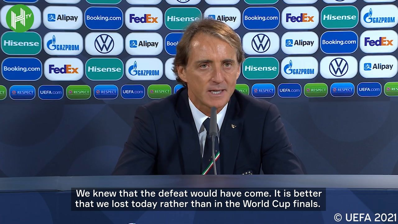 Pelatih Italia, Roberto Mancini, usai laga melawan Spanyol pada semifinal UEFA Nations League 2021.