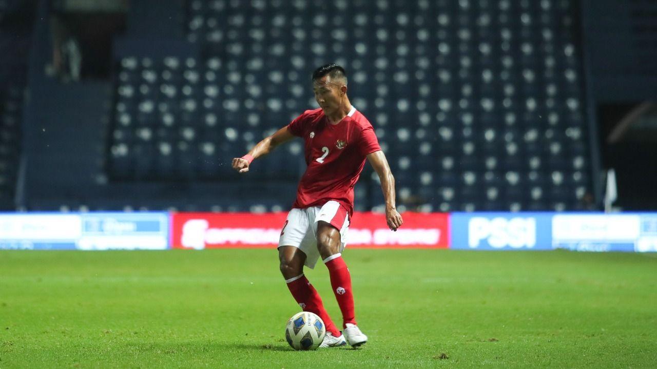Bek kiri Barito Putera, Miftah Anwar Sani, saat mencatatkan debut bersama timnas Indonesia pada laga melawan Vietnam di Stadion Chang Arena, Buriram, Thailand, Kamis (7/10/2021).