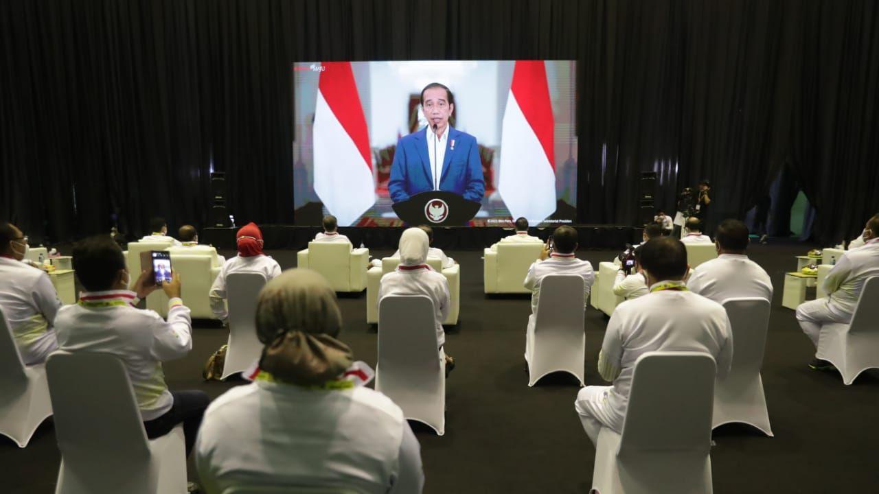 Presiden Joko Widodo (Jokowi) mengucapkan selamat Hari Olahraga Nasional (Haornas) yang diperingati pada hari ini, Kamis (9/9). Upacara peringatan Haornas 2021 sendiri digelar secara hybrid di gedung GOR, POPKI Cibubur, Jakarta Timur.