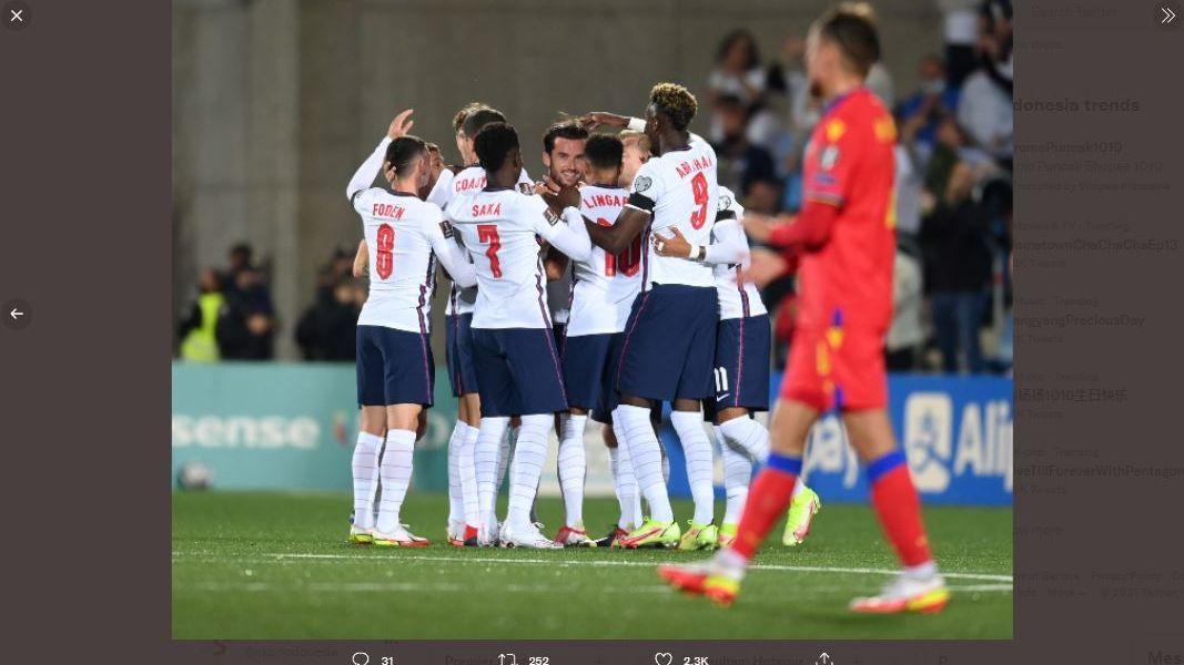 Para pemain timnas Inggris merayakan gol Ben Chilwell ke gawang Andorra.