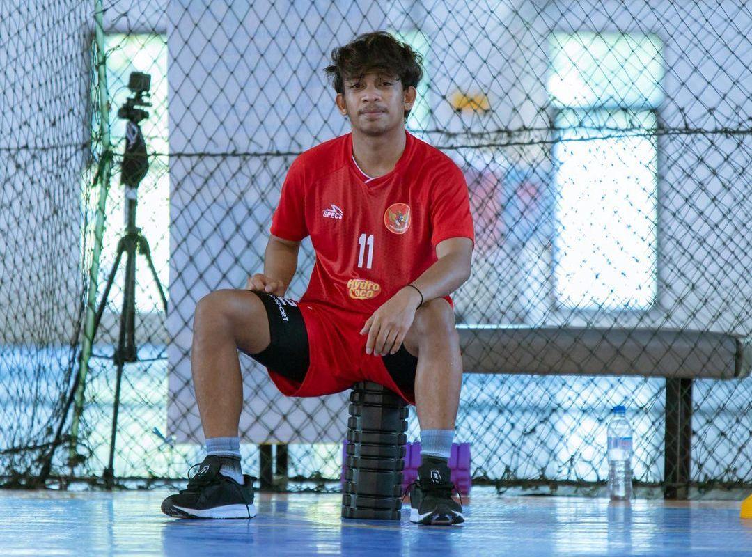 Ardiansyah Runtuboy sedang beristirahat pada salah satu momen latihan timnas futsal Indonesia di 2020.