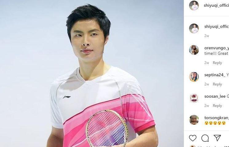 Pebulu tangkis Cina, Shi Yuqi, dalam sesi pemotretan jersey timnas bersama apparel Lining.