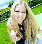 Debut di TikTok, Avril Lavigne Gandeng Skater Tony Hawk