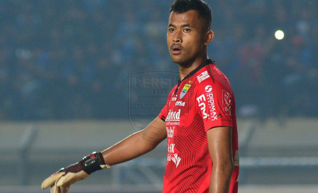 Kiper muda Persib Bandung, Aqil Savik, yang saat ini dipinjamkan ke Bandung United mendapat panggilan timnas U-23 Indonesia untuk pemusatan latihan akhir Desember 2020.