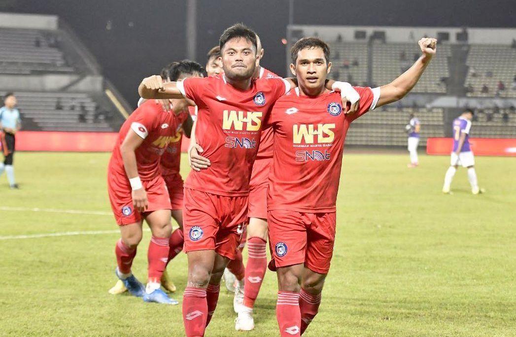 Saddil Ramdani dan para pemain Sabah FC merayakan gol ke gawang UiTM pada laga lanjutan Liga Super Malaysia 2021.