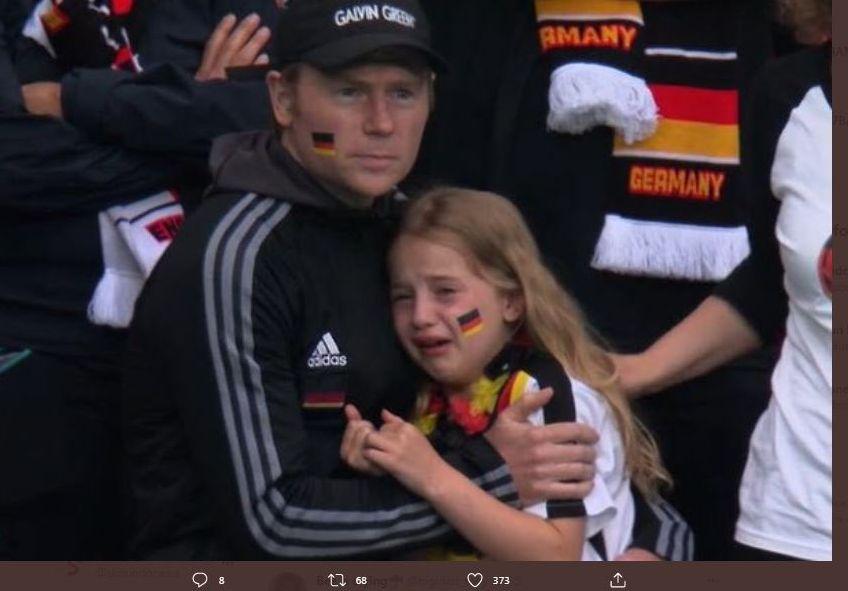 Fans Jerman Menangis saat timnya kalah dari Inggris di Piala Eropa 2020 (Euro 2020).