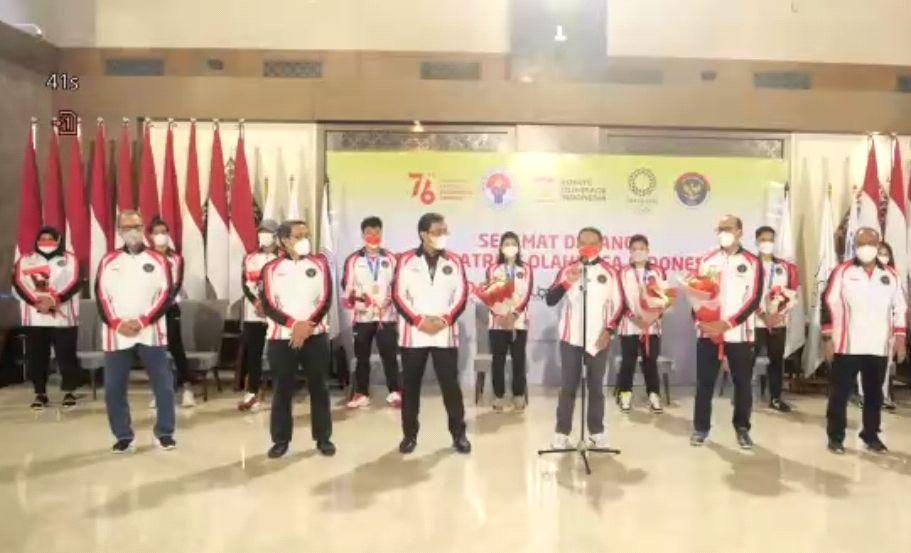 Menpora, Zainudin Amali dan jajarannya menyambut kedatangan rombomgan terakhir Tim Indonesia dari Tokyo, Kamis, 5 Agustus 2021.