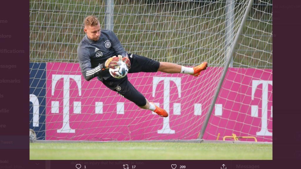 Kiper Arsenal, Bernd Leno, saat berlatih bersama timnas Jerman.