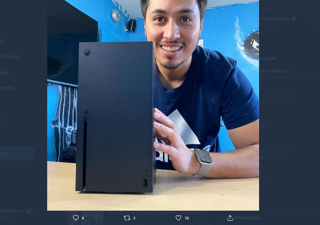 Youtuber PapiGfunk, memamerkan unit Xbox Series X yang saat ini diketahui rusak.