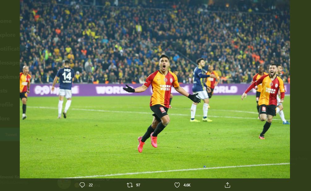Selebrasi Radamel Falcao usai mencetak gol untuk Galatasaray.