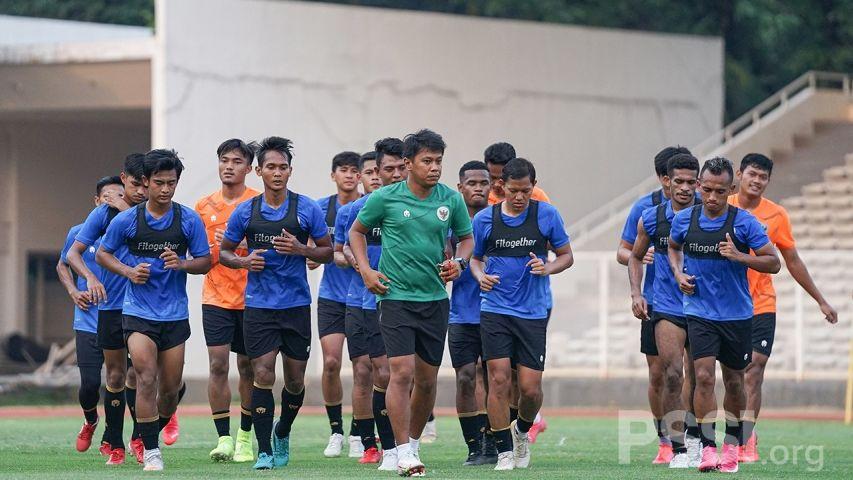 Para pemain timnas Indonesia menjalani latihan di Stadion Madya, Kompleks Gelora Bung Karno, Senayan, Jakarta, 20 September 2021.