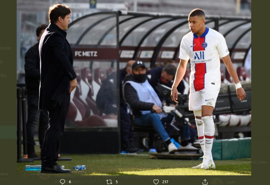 Pelatih dan pemain Paris Saint-Germain (PSG), Mauricio Pochettino dan Kylian Mbappe.