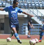 Gelandang Muda Persib DilatihLegenda Maung Bandung Agar Siap di Liga 1