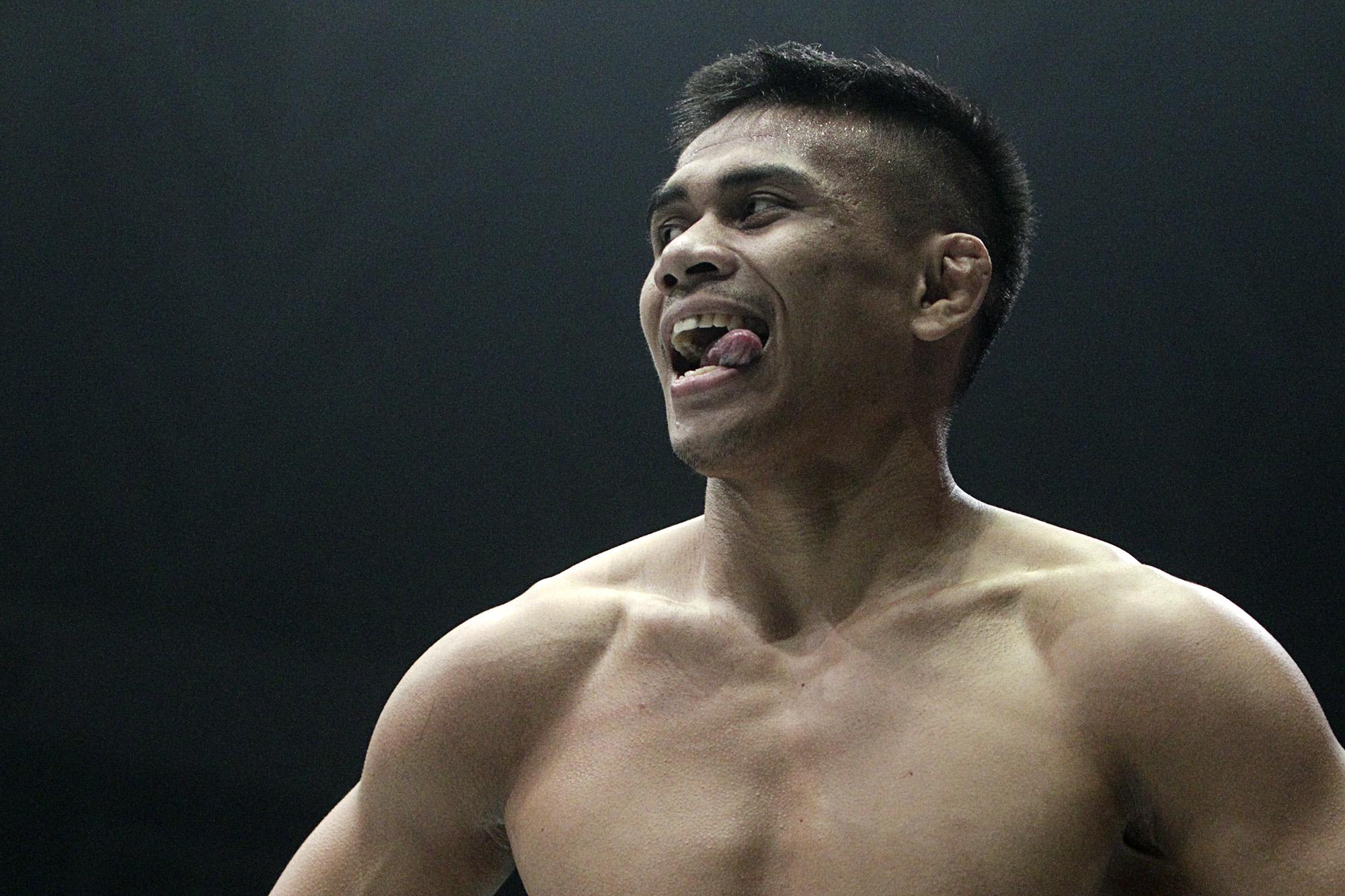 Eko Roni Saputra pada laga ONE Championship bertajuk ONE: Warrior's Code di Istora Senayan, Jakarta,