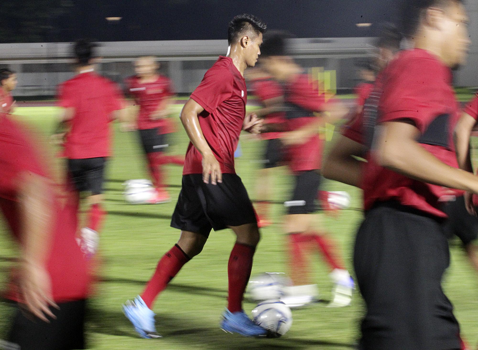 Fachrudin (tgh) dalam sesi latihan Timnas Indonesia di Stadion Madya, Senayan, Jakarta, (14/2/2020).